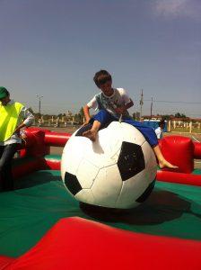 аттракцион - футбольный мяч родео