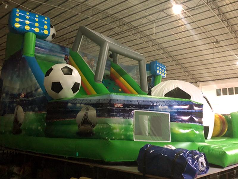 Надувная горка Футбольный стадион - футбольные аттракционы
